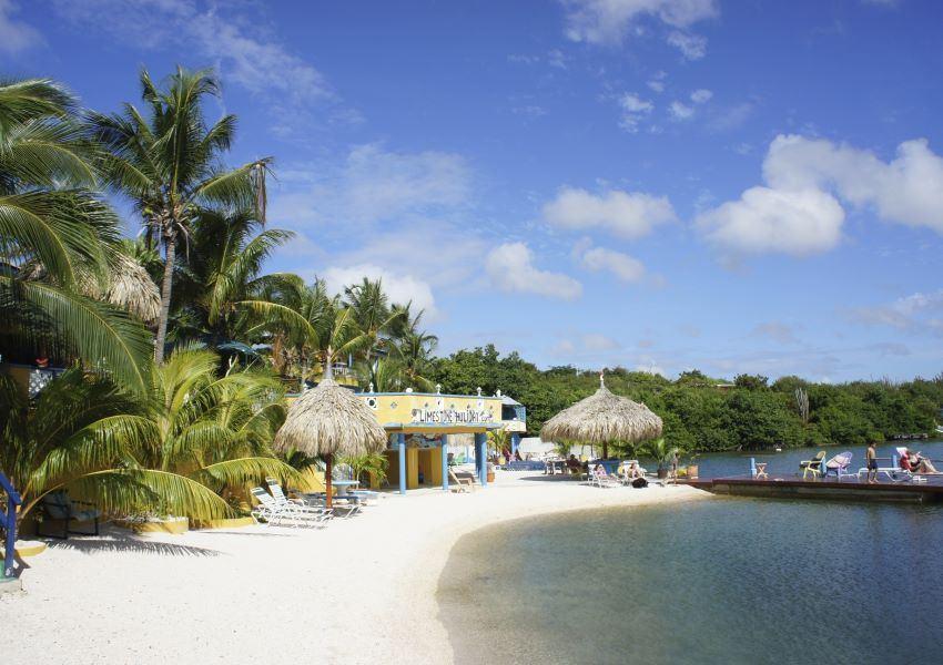 Curacao Apartments - Limestone Holiday Beach Resort